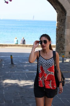 Wearing Rialbanni top, Taifun shorts, Miu Miu sunglasses, Just Cavalli flip flops and Silvian Heach backpack.